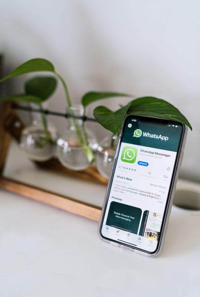 Móvil con Whatsapp